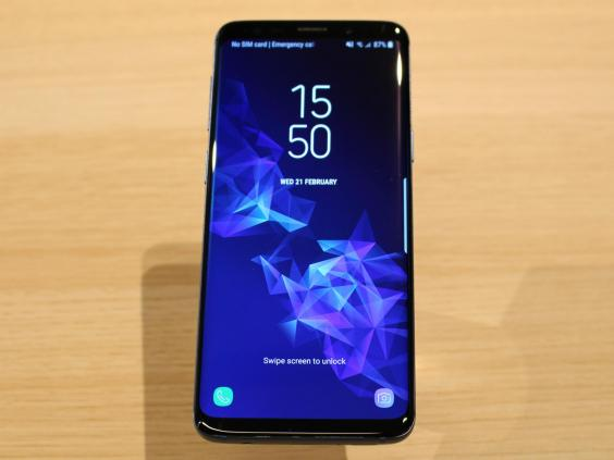 galaxy s9 and s9 plus supercharge cameras to take on iphone x. Black Bedroom Furniture Sets. Home Design Ideas