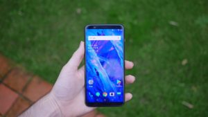 Honor View 10 review, a worthy new challenger slugs it out with the OnePlus 5T